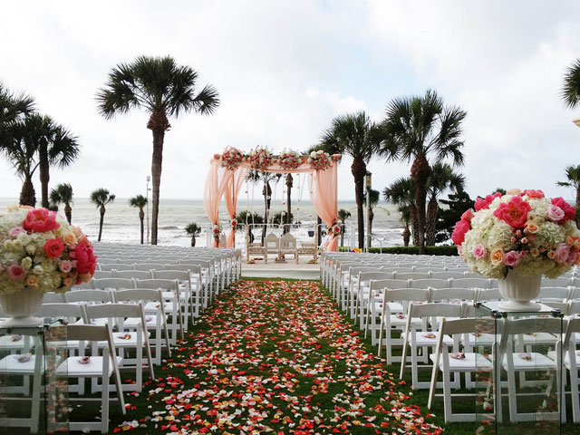 With beachfront views and thousands of square feet of event space, San Luis Resort is an idyllic venue for weddings, conferences, and meetings.