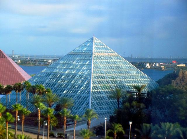 Discover The Exciting New Aquarium Pyramid At Moody Gardens Tour Texas