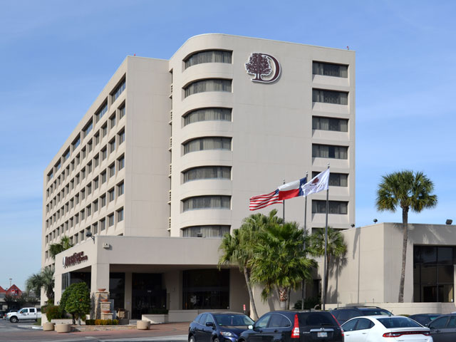 Comfortable Upscale Accommodations And A Location That Can T Be Beat Awaits At The Doubletree By Hilton Houston Hobby Airport Hotel